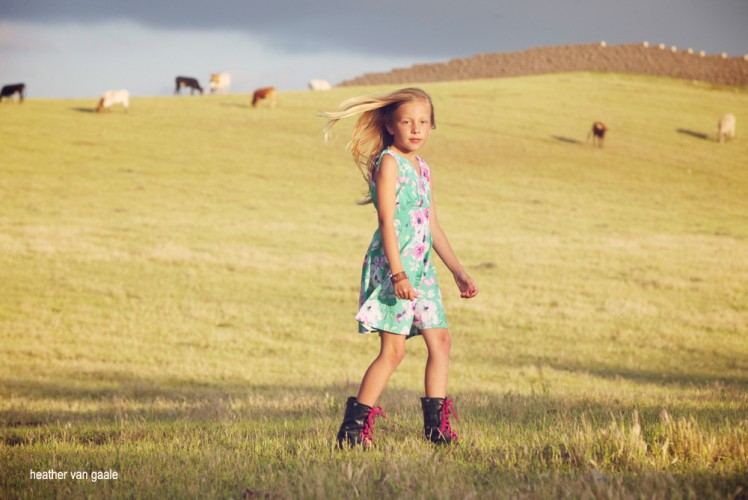 childrens photographer outdoors field